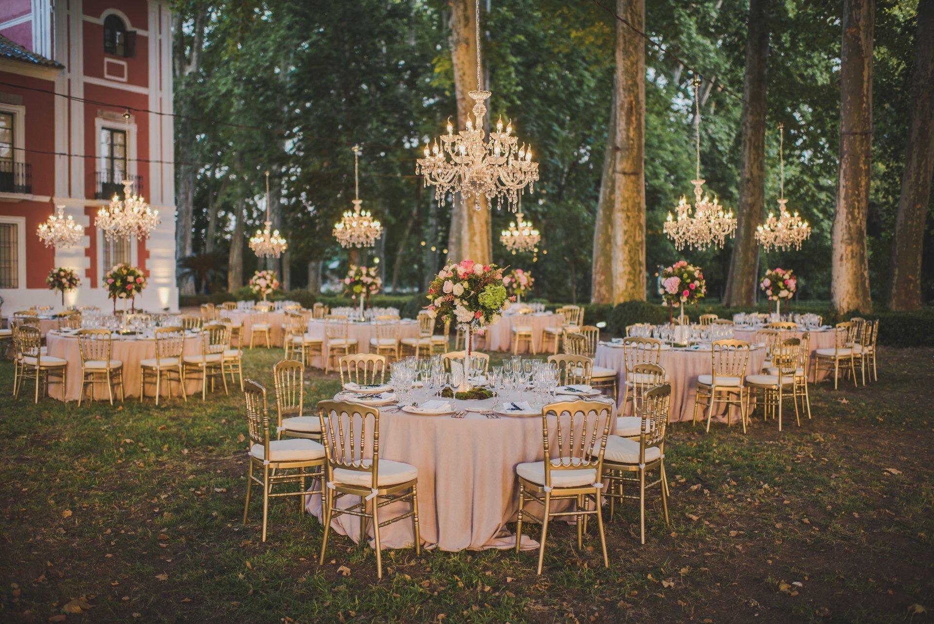 mobiliario de oro para bodas