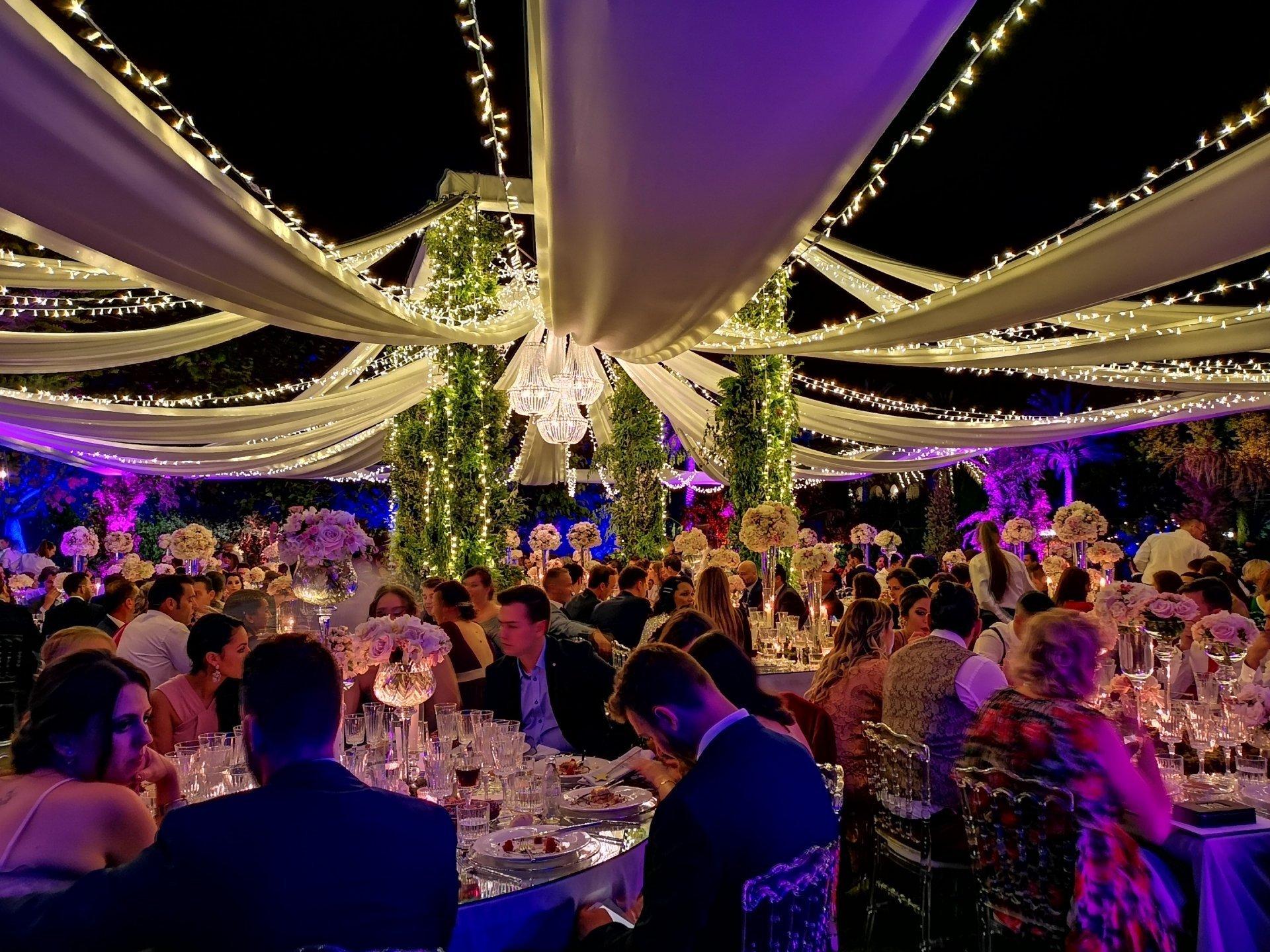 carpas para bodas y eventos con iluminación